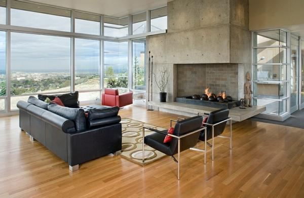 rustikales wohnzimmer schwarzes ledersofa rote dekokissen