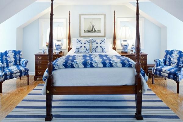 Schlafzimmer Design Dachschräge Himmelbett Innendesign In Blau Und Weiß U2013  Frische Farben Wirken Entspannend | Einrichtungsideen ...
