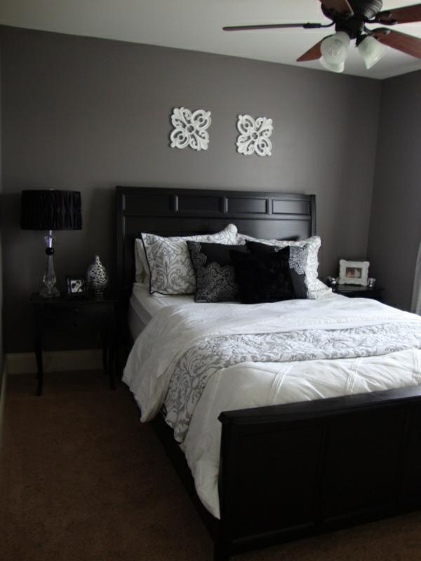 schlafzimmer design wandfarbe grautöne holzbett nachttisch teppich