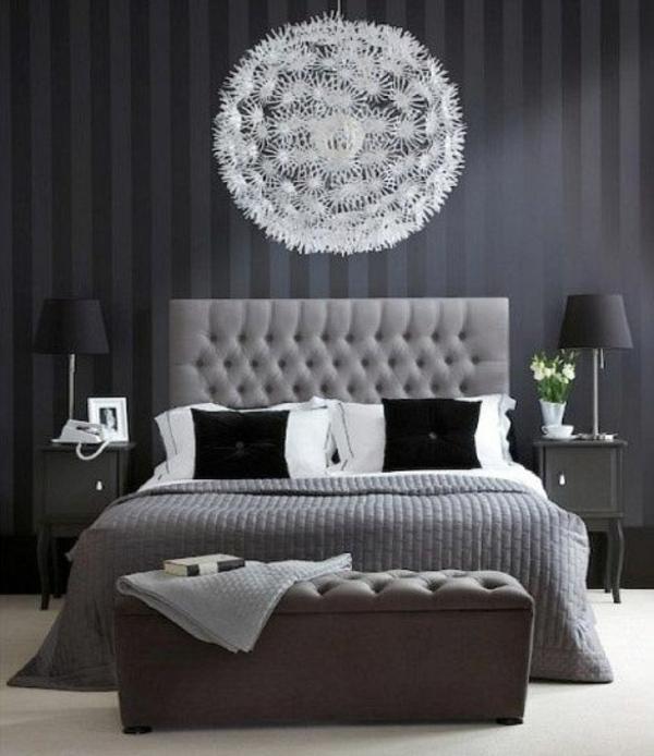 schlafzimmer design wandfarbe grautöne weißer kronleuchter bett