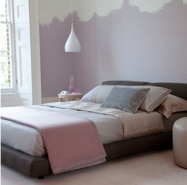 schlafzimmer farbideen altrosa lila grau wandfarbe tagesdecke bettwäsche