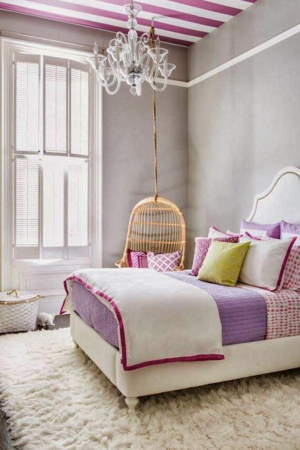 schlafzimmer farbideen graue wandfarbe tagesdecke altrosa lila deckemfarbe streifenmuster
