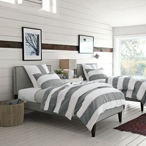 schlafzimmer ideen bettwäsche streifenmuster grau weiß wandpaneele weiß