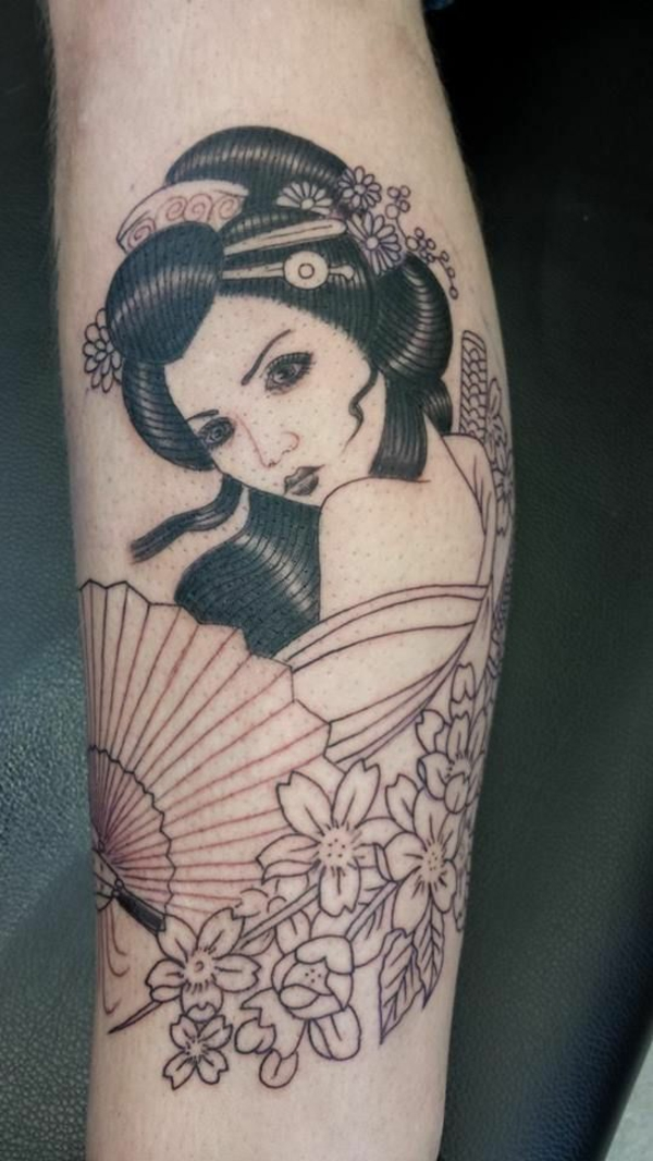 tattoo motive frauen geisha unterarm trendy