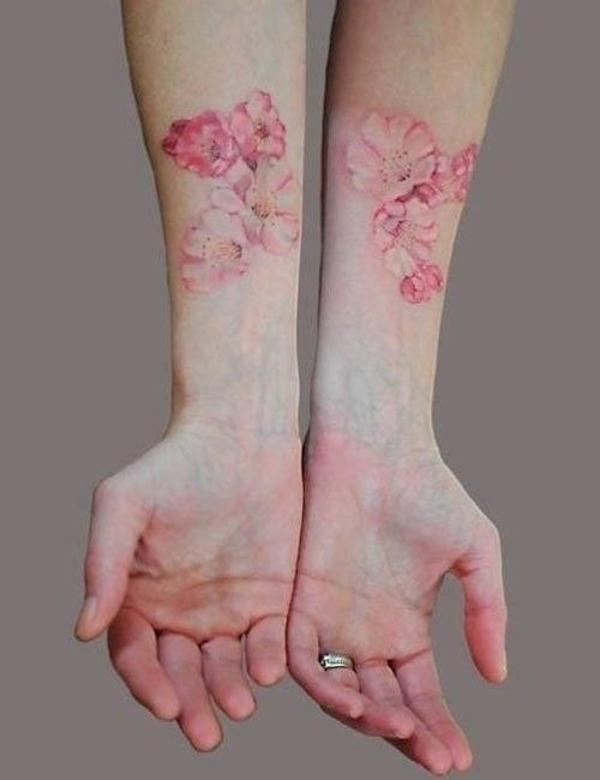 tattoo unterarm bilder ideen für frauen blumen