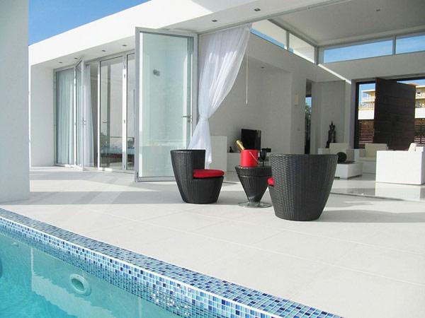 Terrassengestaltung Beispiele Rattan Gartenmöbel Pool Gardinenideen