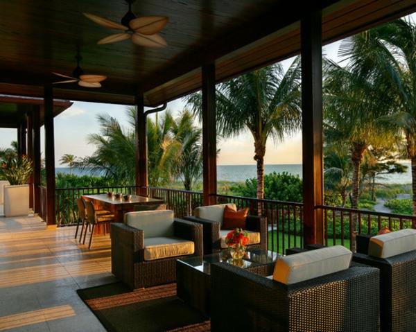 terrassengestaltung beispiele rattan möbel palmen tropischer garten essbereich
