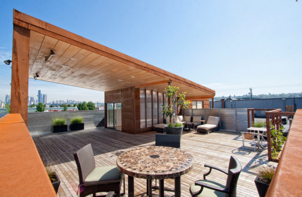 terrassengestaltung beispiele rattan möbel stühle sichtschutz sonnenschutz holzboden terrassendielen