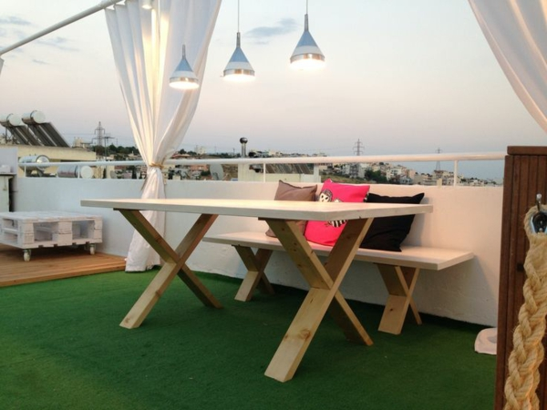 terrassengestaltung ideen beispiele holzmöbel pendelleuchten