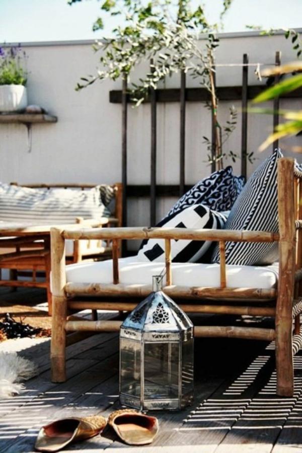 terrassengestaltung ideen bilder beispiele holz gartenmöbel laterne dekokissen