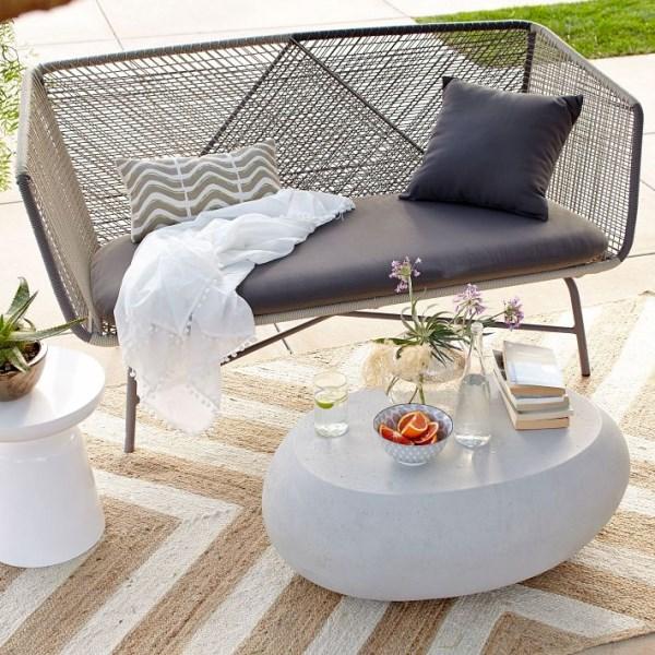 terrassengestaltung terrassenmöbel moderne wohnideen teppich chevronmuster geometrisch