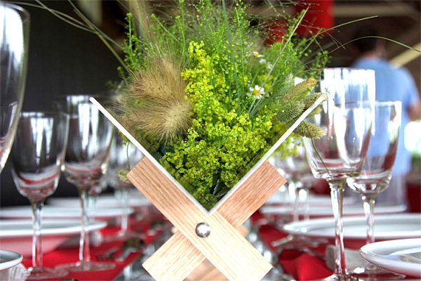 Tablecloth red - create a festive and original table decoration