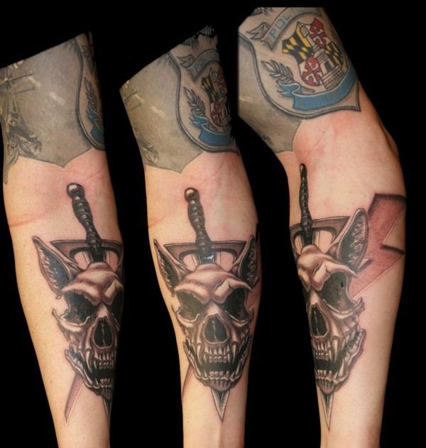 ideen für unterarm tattoo hund totenkopf