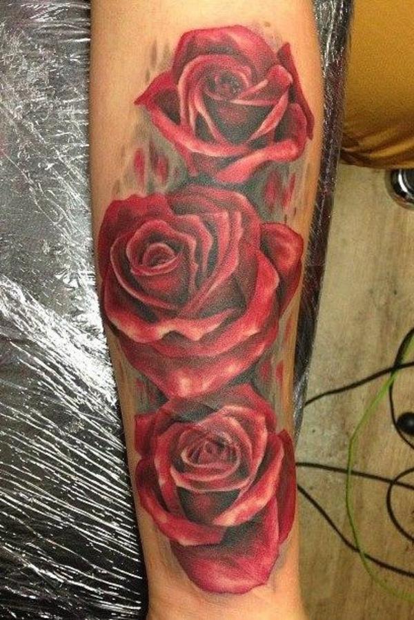 unterarm tattoo bilder rote rosen motive