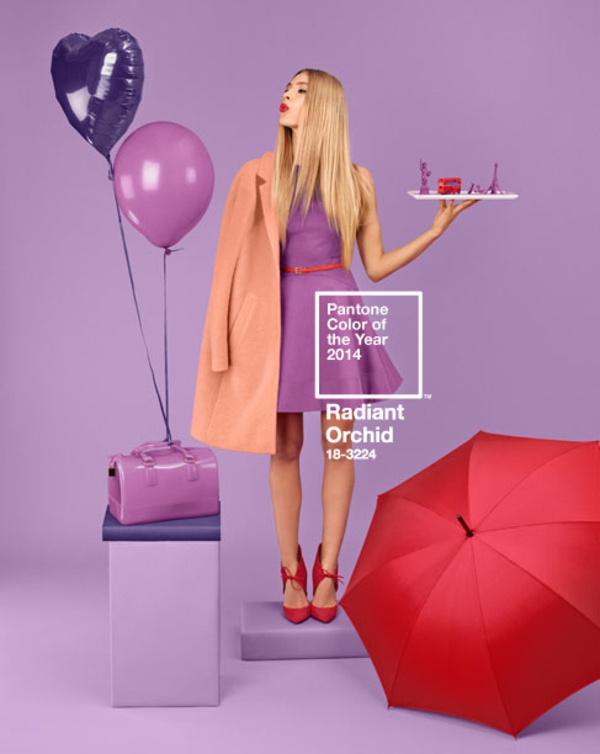 wandfarbe beere trendfarbe pantone farbe radiant orchid