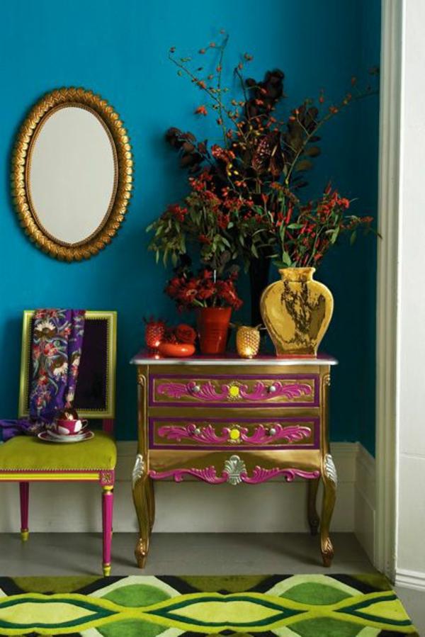 wohnaccessoires dekoideen farbiger teppich anrichte spiegel