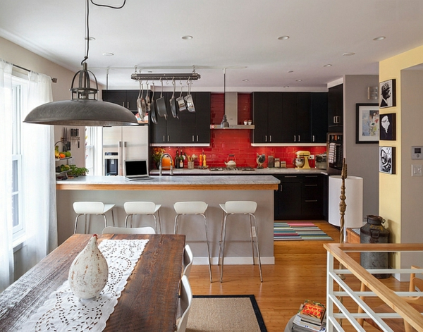 küchen schwarze schränke rote küchenrückwand