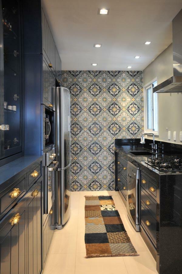 küchenlösungen  kleine küchen schwarze möbel wandtapete