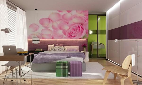 lila schlafzimmer akzentwand blumenmuster bett arbeitstisch