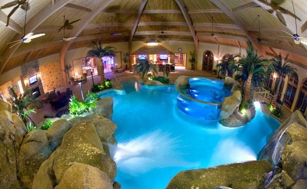 pool im innenbereich steine dekoration palmen