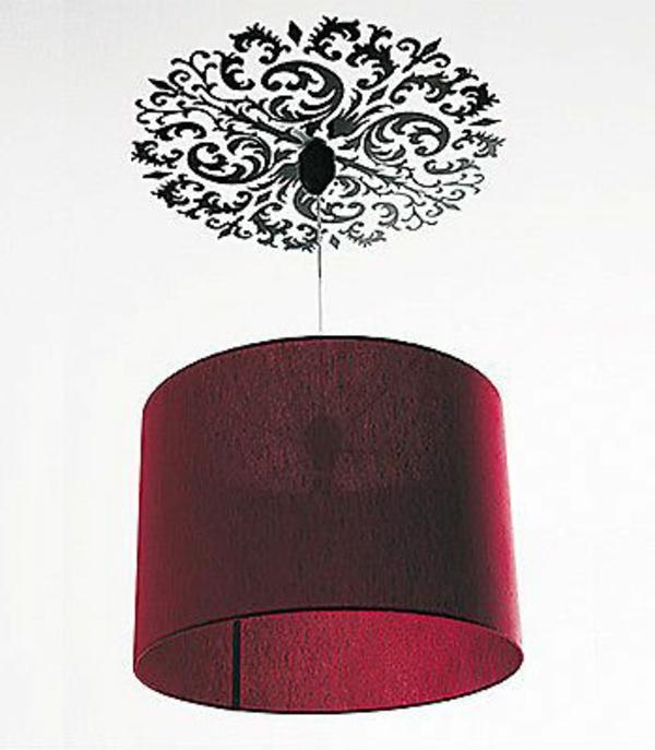 wohnzimmer beleuchtungsideen roter kronleuchter stoff