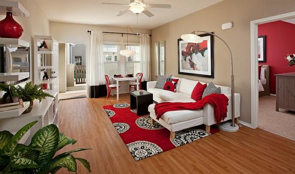 wohnideen wohnzimmer weißes sofa roter teppich schwarzer tisch