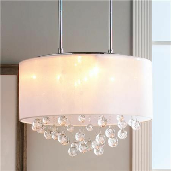 beleuchtungsideen weißer kronleuchter kristallbälle