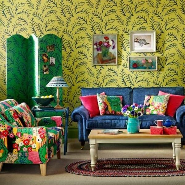 wohnzimmer farbgestaltung sommerpalette bunte wandtapete sessel blumenmuster