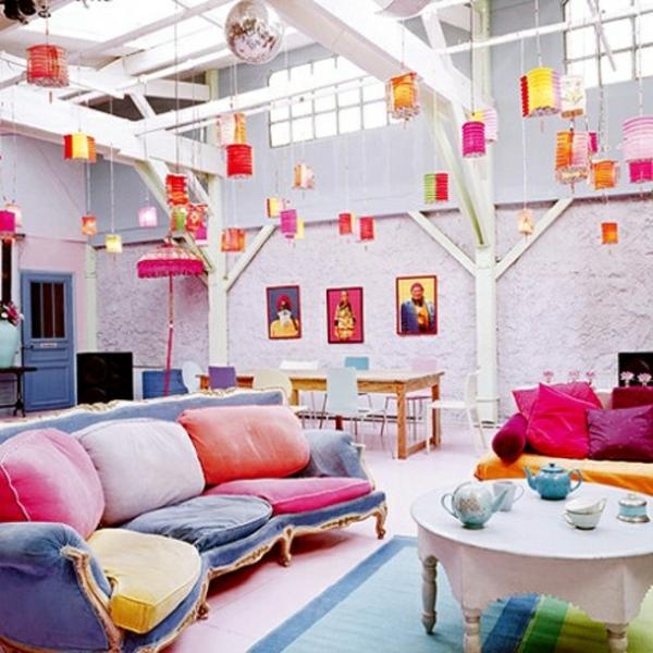 wohnzimmer design sommer farbpalette buntes sofa
