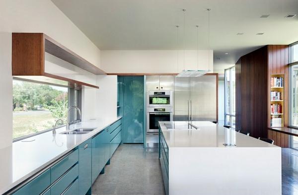 küche innendesign blauer schrank weiße kücheninsel