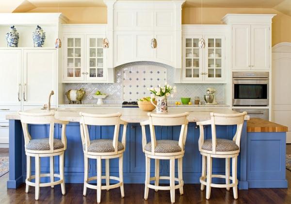 küche innendesign in blau und weiß