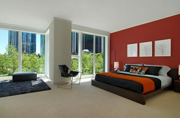 schlafzimmer rote akzentwand bett schwarzer teppich