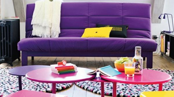 zimmerfarben bunt einrichtung sofa polsterung lila