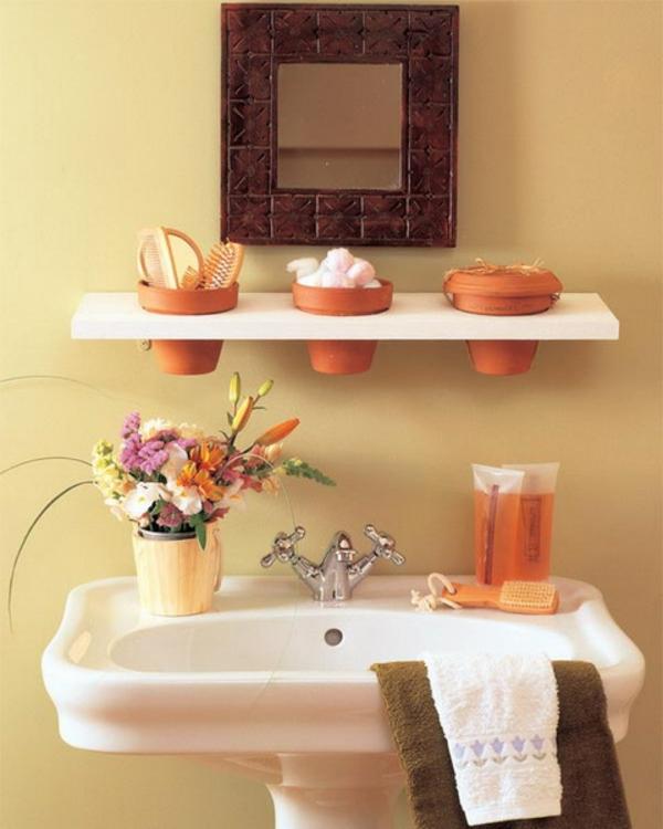 Badideen für kleines Bad waschbecken regale blumen