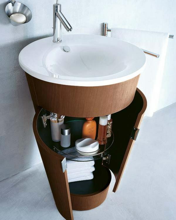 Modernes Waschbecken mit einem Waschschrank ausgestattet