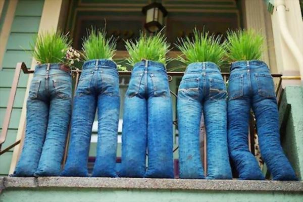 Balkonbepflanzung Ideen lustig bastelidee jeans