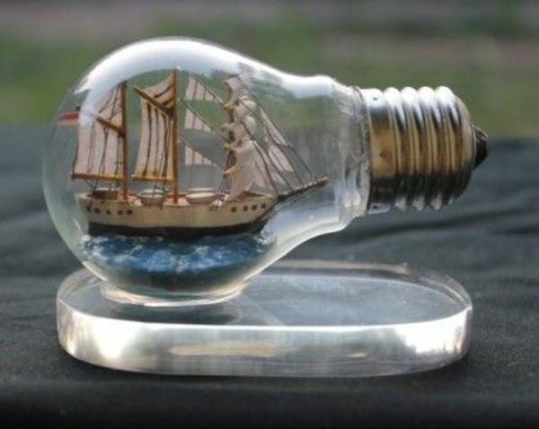DIY Deko aus Glühbirnen boot schiff