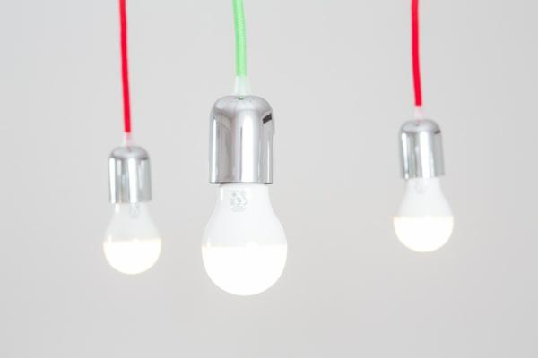 minimalistisch led glühbirnen weiß licht kette bunt