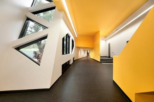 Dreiecksfenster verdunkeln fensterfolien rollos designs architektur