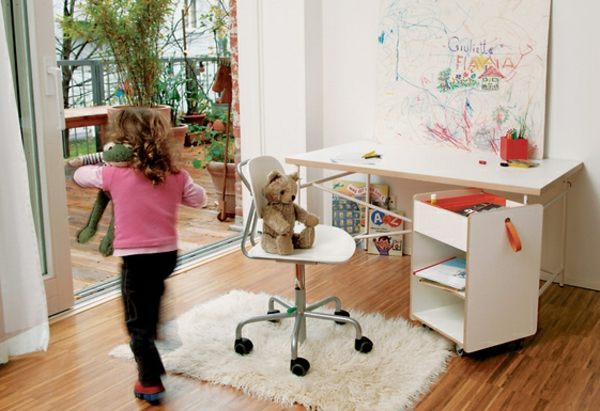 Kinderschreibtisch design  Eiermann Kinderschreibtisch von Richard Lampert