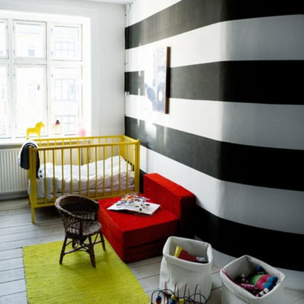 Kinderzimmer tapeten bett Deko weich schwarz weiß streifen