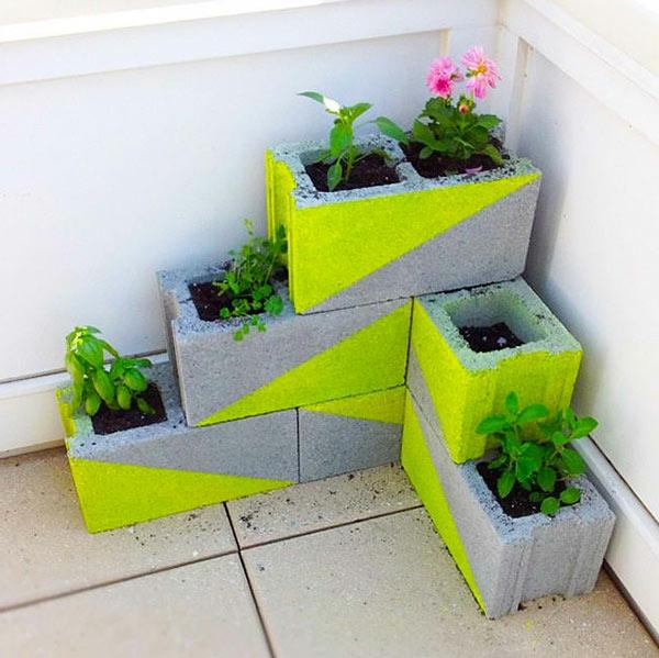 Lustige-Gartendeko-selber-machen-pflangefäße-beton