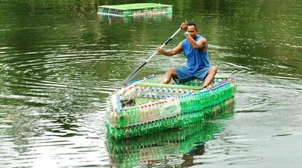 Recycling Plastikflaschen boot