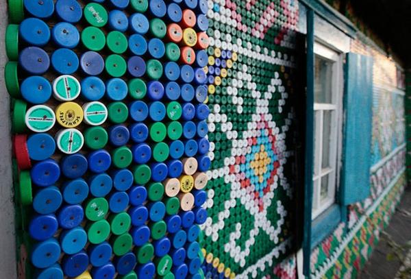 Recycling von Plastikflaschen bunt gemustert