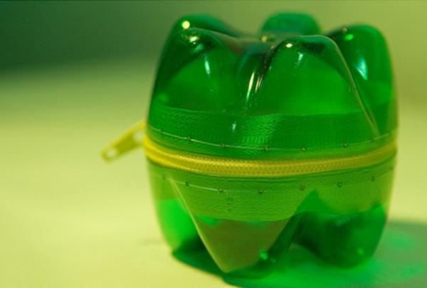 Recycling-von-Plastikflaschen-kindgerecht