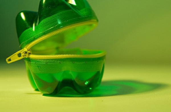 Recycling-von-Plastikflaschen-reißverschluss