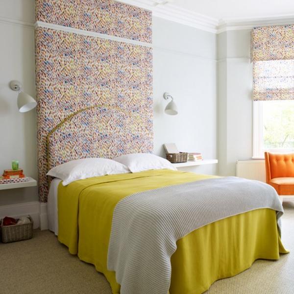 Schlafzimmer Ideen deckenhohes kopfteil gestalten einrichten gelb bettdecke