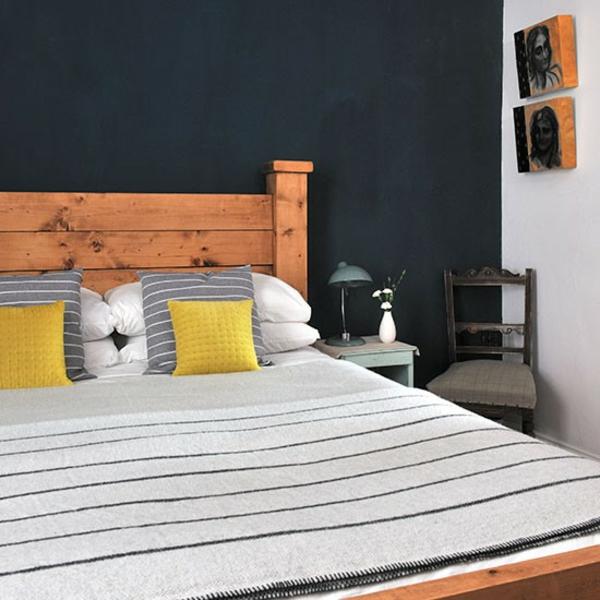 Schlafzimmer gestalten holz bett rahmen komplett
