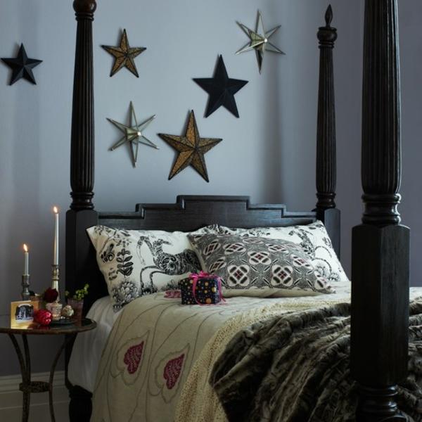 Schlafzimmer bettpfosten komplett gestalten sterne wand