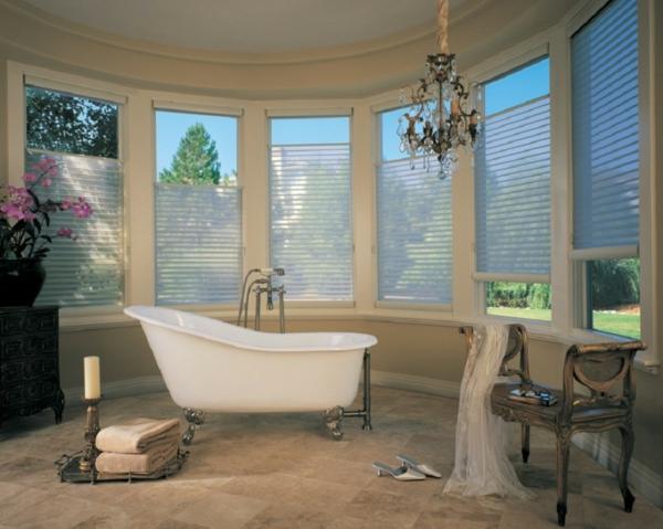 Badfenster badewanne Sichtschutz kronleuchter